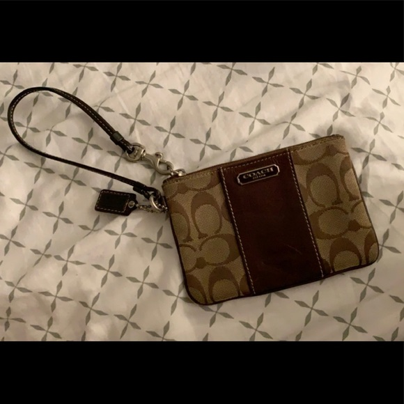 Coach Handbags - Coach zip wristlet